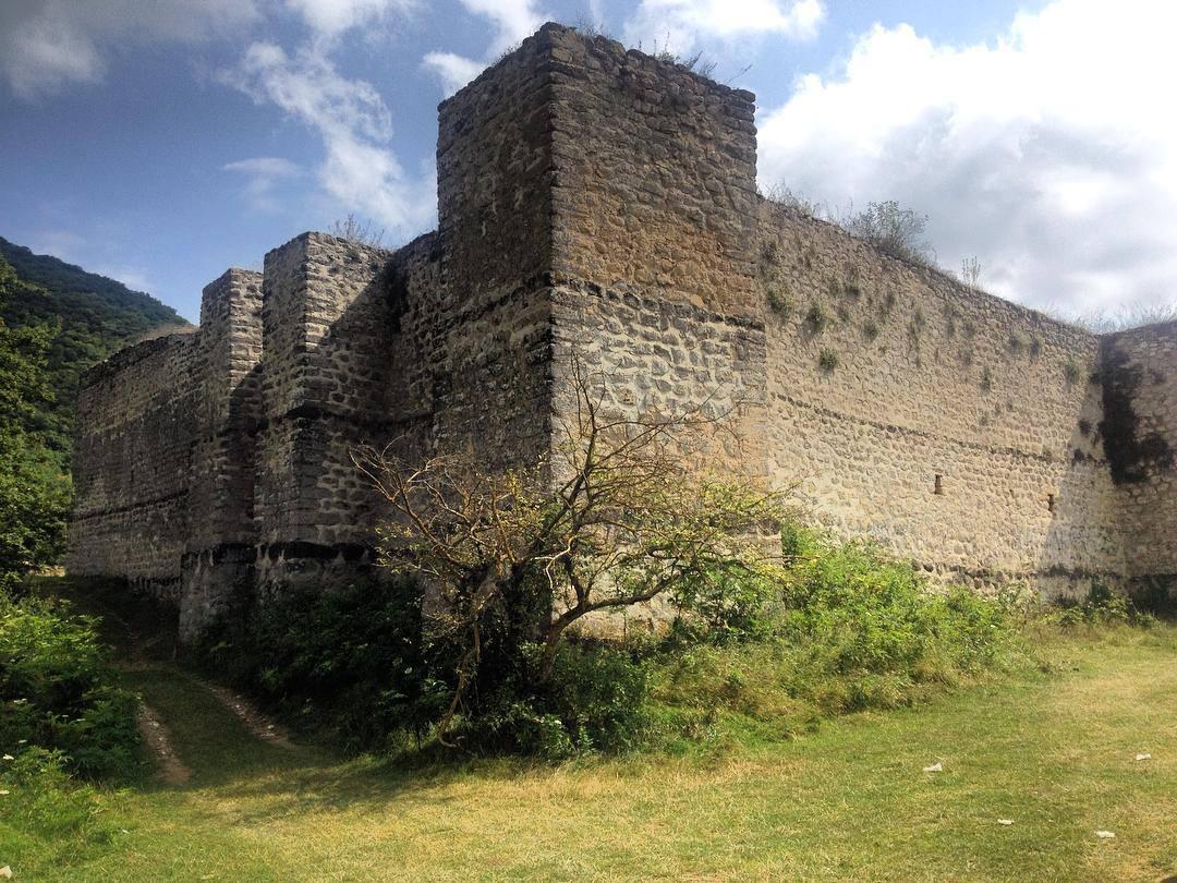 Крепость семи братьев в Хучни: описание, фото, видео, экскурсии, как  добраться