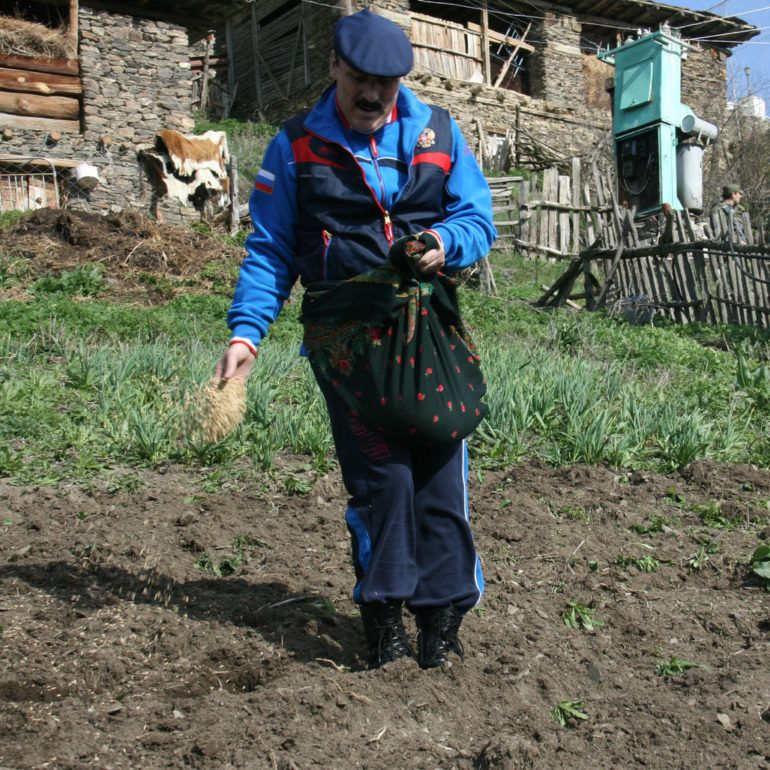 Фото Р. Абдулатипов в родовом селе
