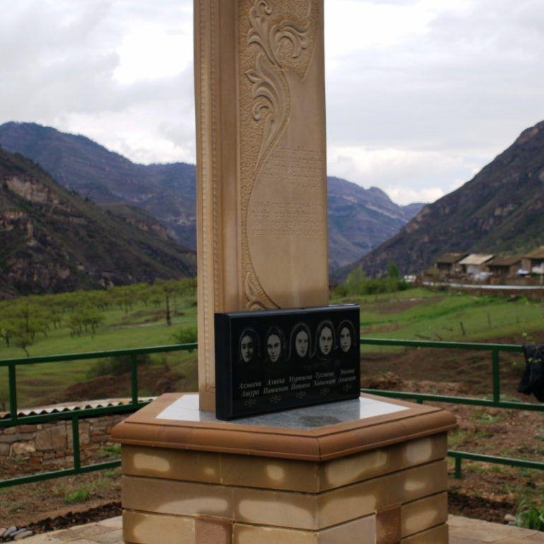 Фото Памятник отважным женщинам