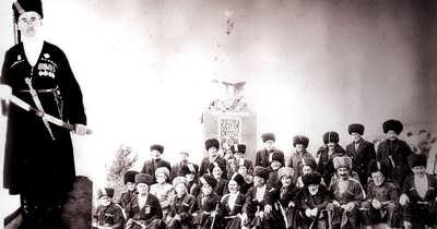 Партизаны у памятника в Унеу (Харбук). 1967 г.