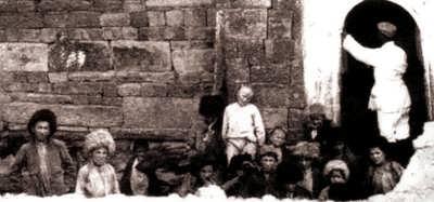 Русский исследователь профессор А.С.Башкиров в Кала-Корейше. 1920-е гг.