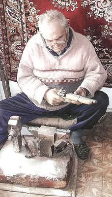 Харбукский оружейник Хизри Магомедов