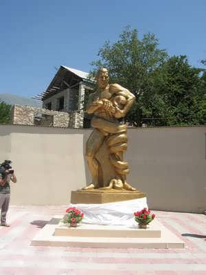 Памятник Абдурахману Османову