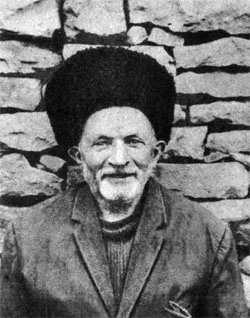 Потомственный кузнец Курбан Рабатов еще помнит секреты изготовления знаменитых амузгинских клинков.
